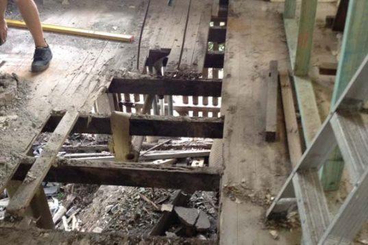 Post War Renovation Bardon (4 of 11)